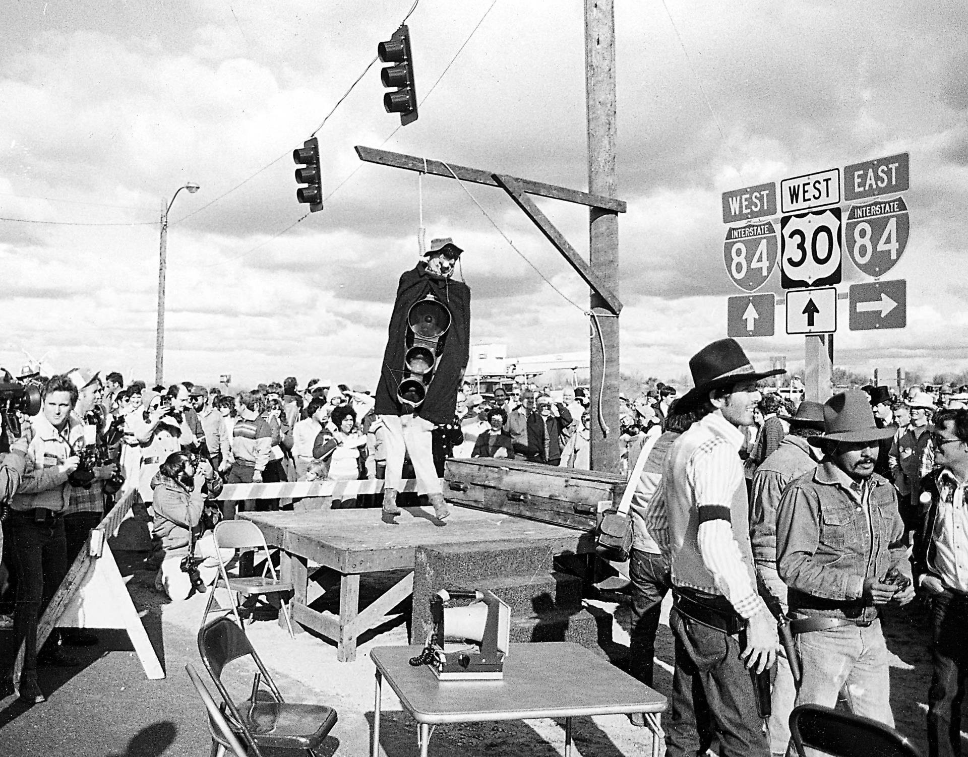 Last Traffic Light on I-80 - 3 - Lynched.